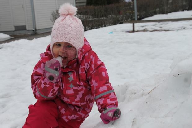 Ei taas se ahtaa sitä lunta suuhun!