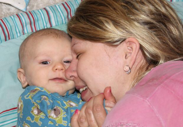 Milo ja äiti hassuttelevat