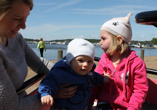 Molemmat lapsoset laivan kyydissä!