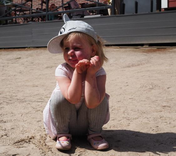 Amalia ihailee hiekkaveistoksia
