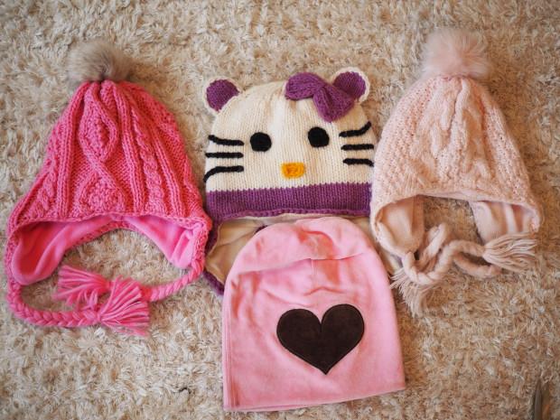 Tupsupipot, H&M, Hello Kitty pipo on ulkomailta ja sydän koristeinen pipo me&i