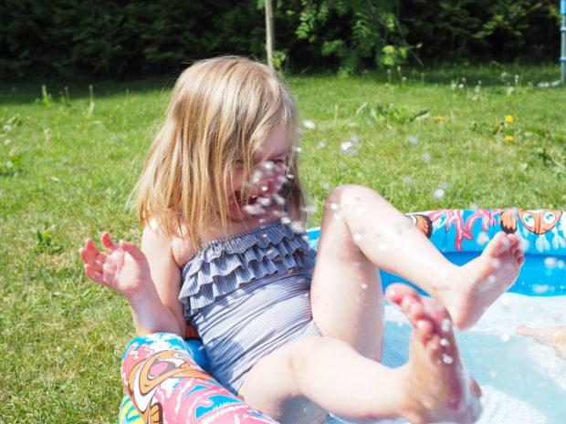 Amalia uima-altaassa