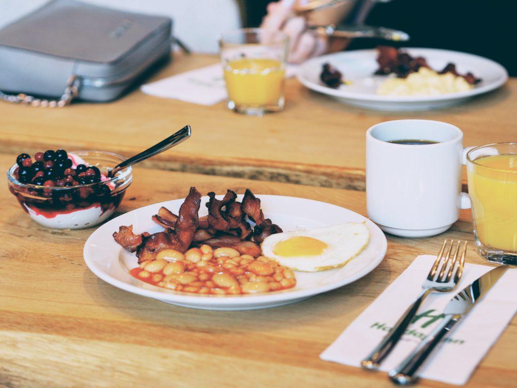 hotellin aamiainen