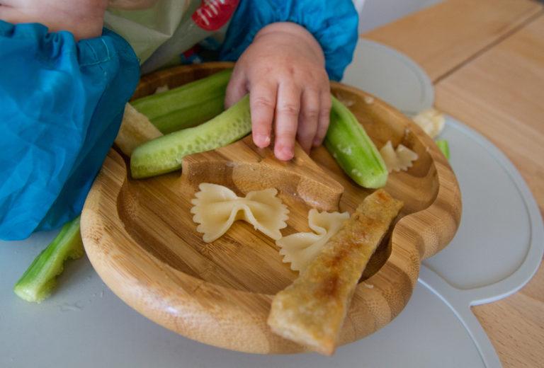 Tukehtumisen pelon pahimmassa vaiheessa Elisan lapsi söi kaiken kiinteän isänsä seurassa.