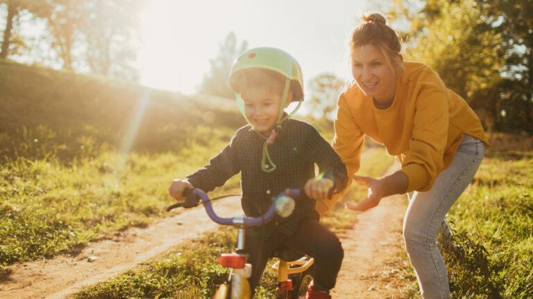 Mitä vähemmän lapsen polkupyörässä on lisävarusteita, sitä kevyempi ja turvallisempi se on.