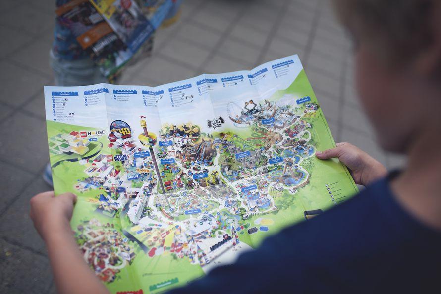 Legolandissa on nähtävää pariksikin päiväksi. Tutkikaa karttaa koko perheen kanssa ja miettikää tärkeimmät kohteet yhdessä, jotta vältytte pettymyksiltä.