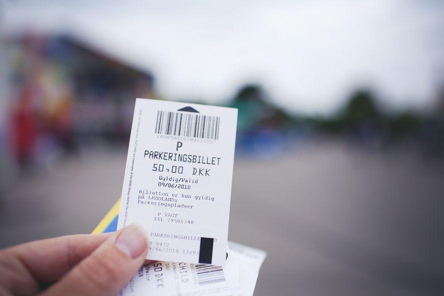Jos saavutte autolla, parkkilipun voi ostaa valmiiksi lippuluukulta. Suosittelen.