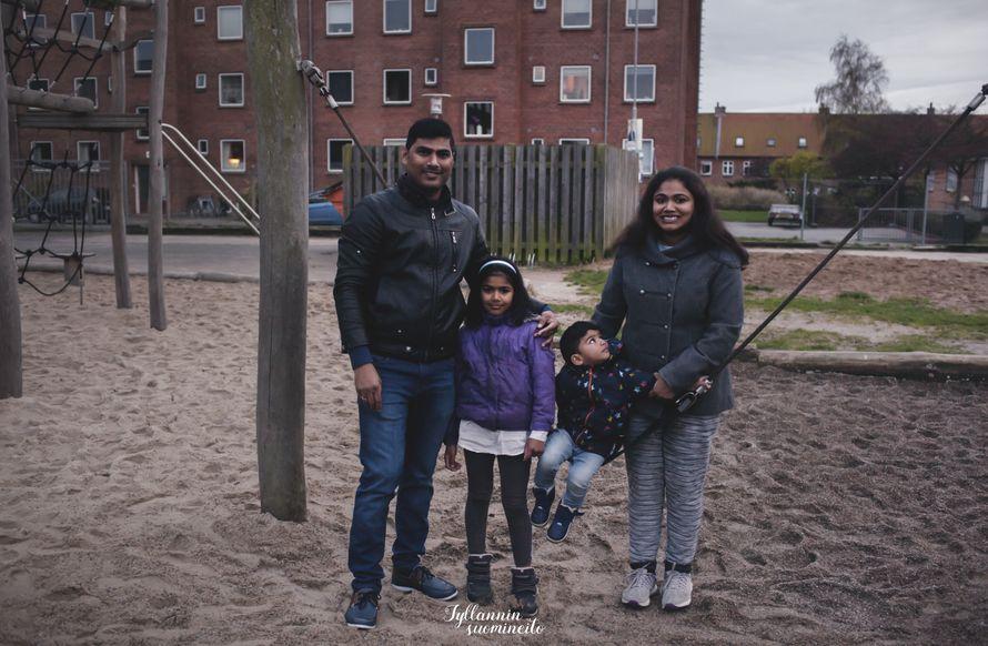 Susmi miehensä ja kahden lapsensa kanssa