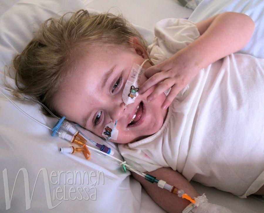 elsa_sairaalassa_hymyilee