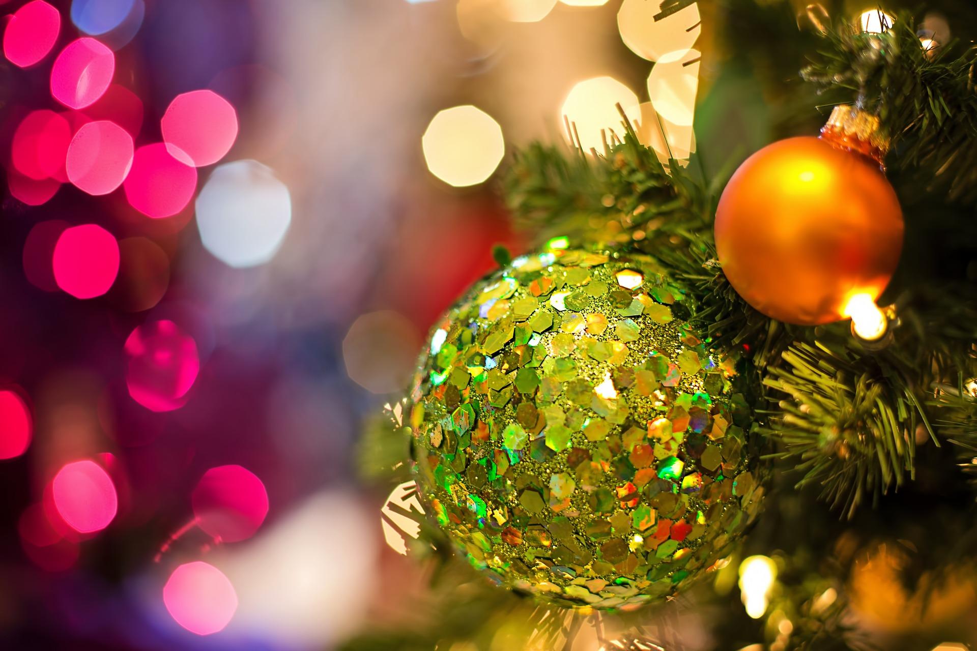 christmas-bulb-1823941_1920
