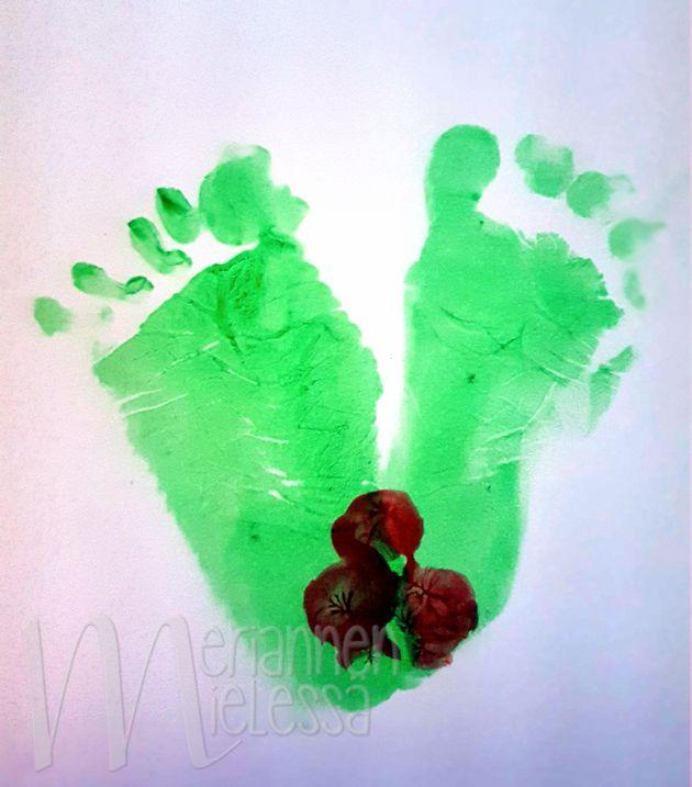 joulukortti_vauvan_jalka