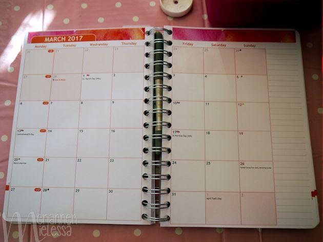 kalenterin_kuukausinakyma