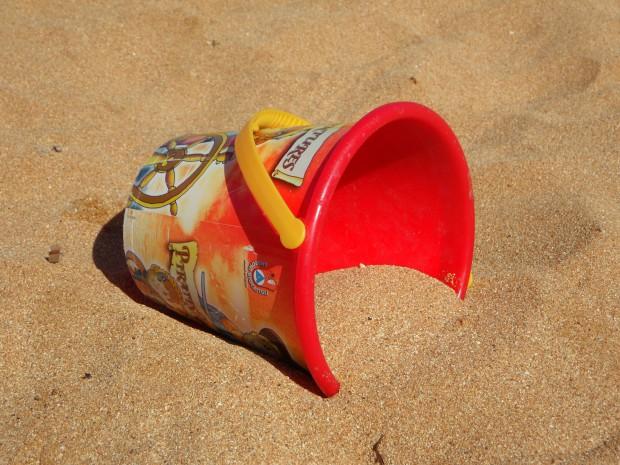 bucket_beach_sand