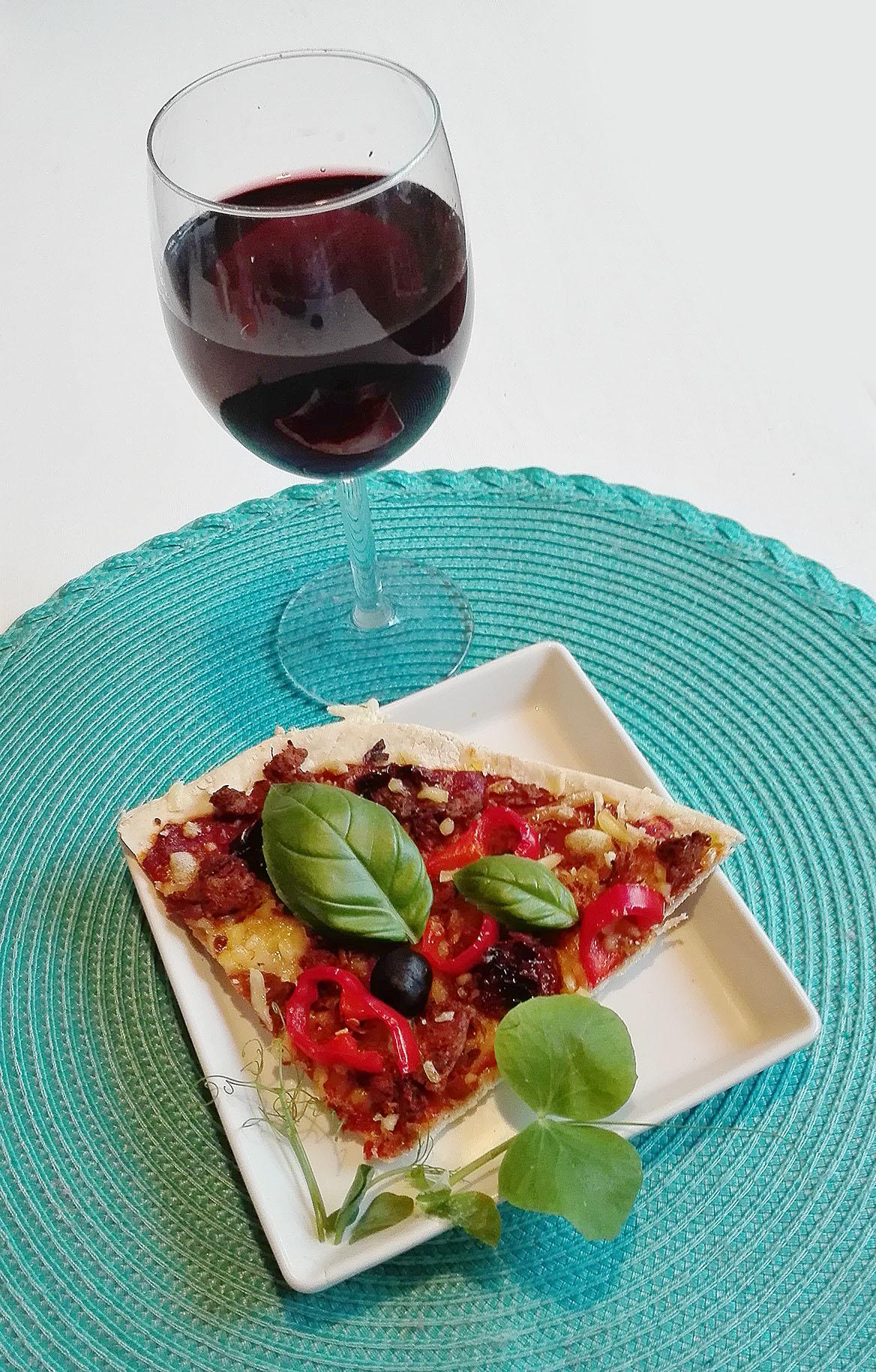 Vegaaninen pizzaohje onnettoman ravintolakokemuksen jälkeen! ) - Munakoisoni ja minä