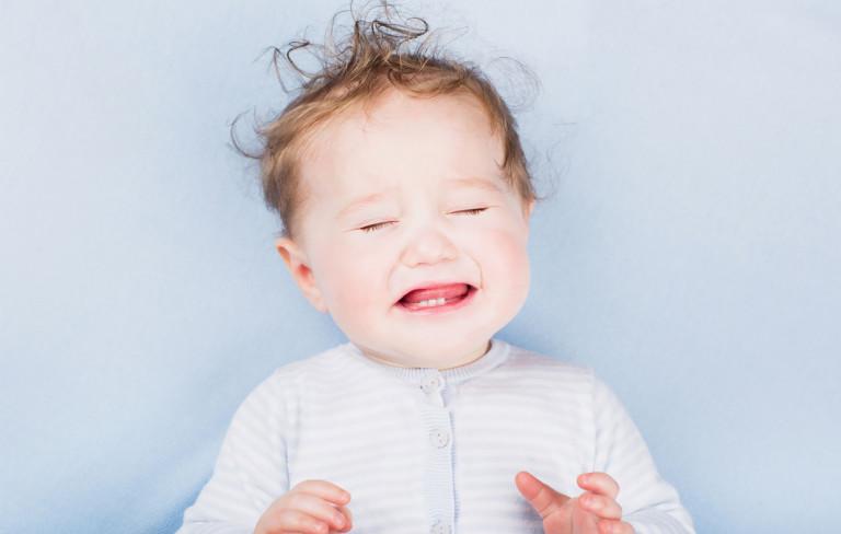 Vauvan eroahdistus: Näin tunnistat sen ja helpotat oireita