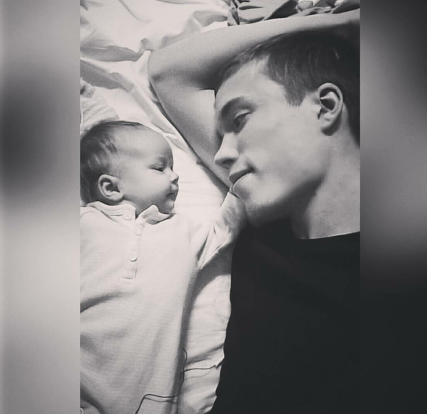 Isi ja tyttövauva