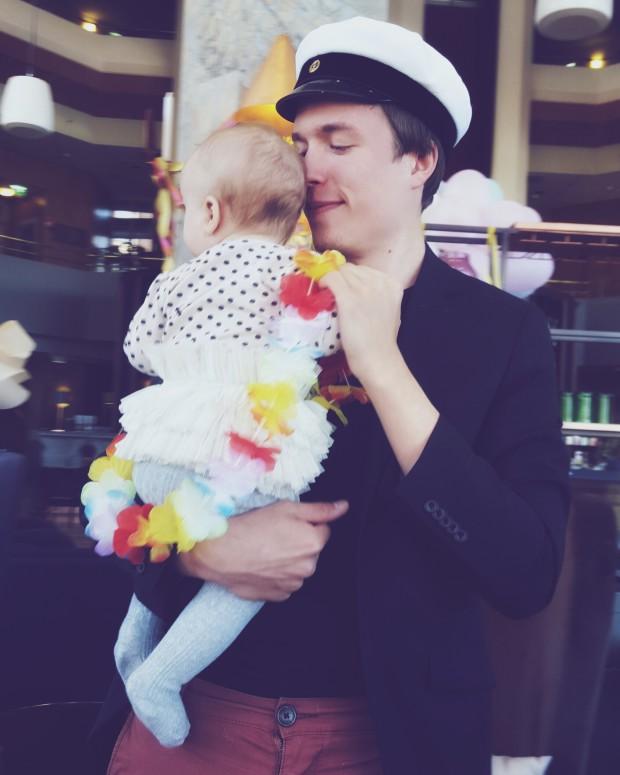 Isi ja vauva tanssii