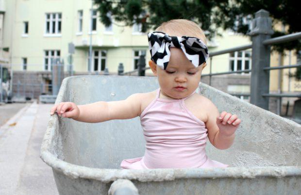 Gugguu mekko tyttövauva