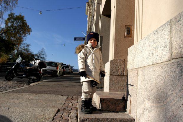 Neljä vuotias poika gugguu