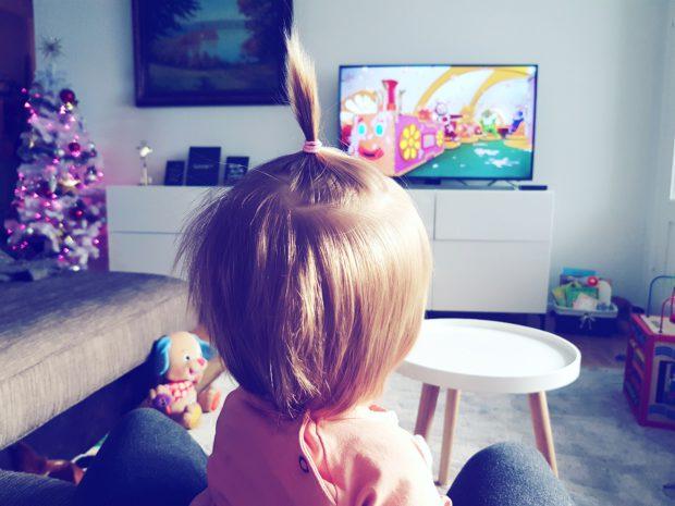 Teletapit ja telkkari ja lapsi