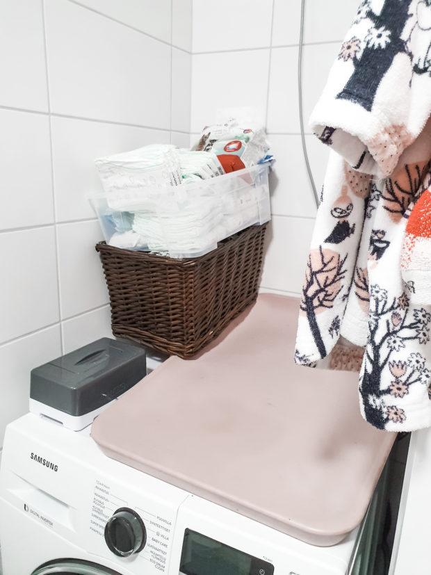 Kylpyhuone kuivaava pesukone