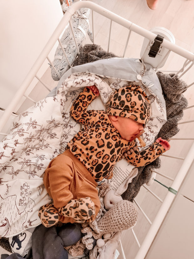 Poika vauva asuja ja tyyli