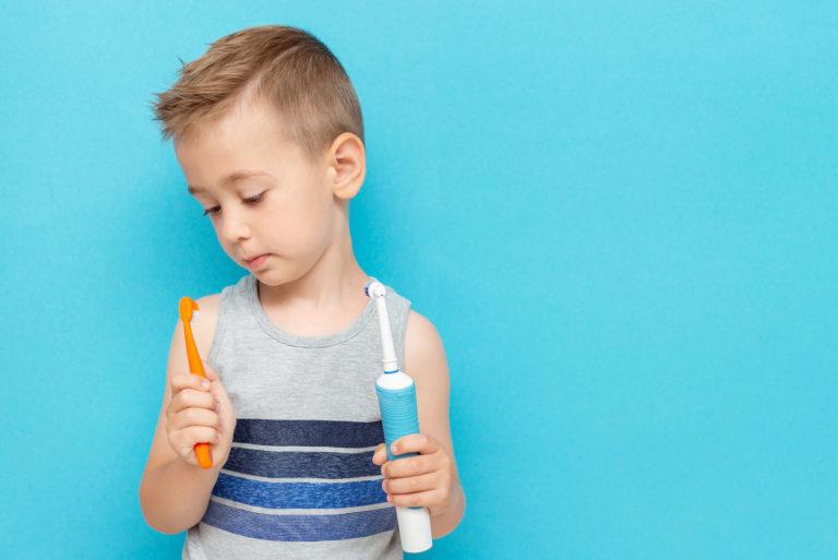Hammasharjan valinnassa painaa lapsen ikä.