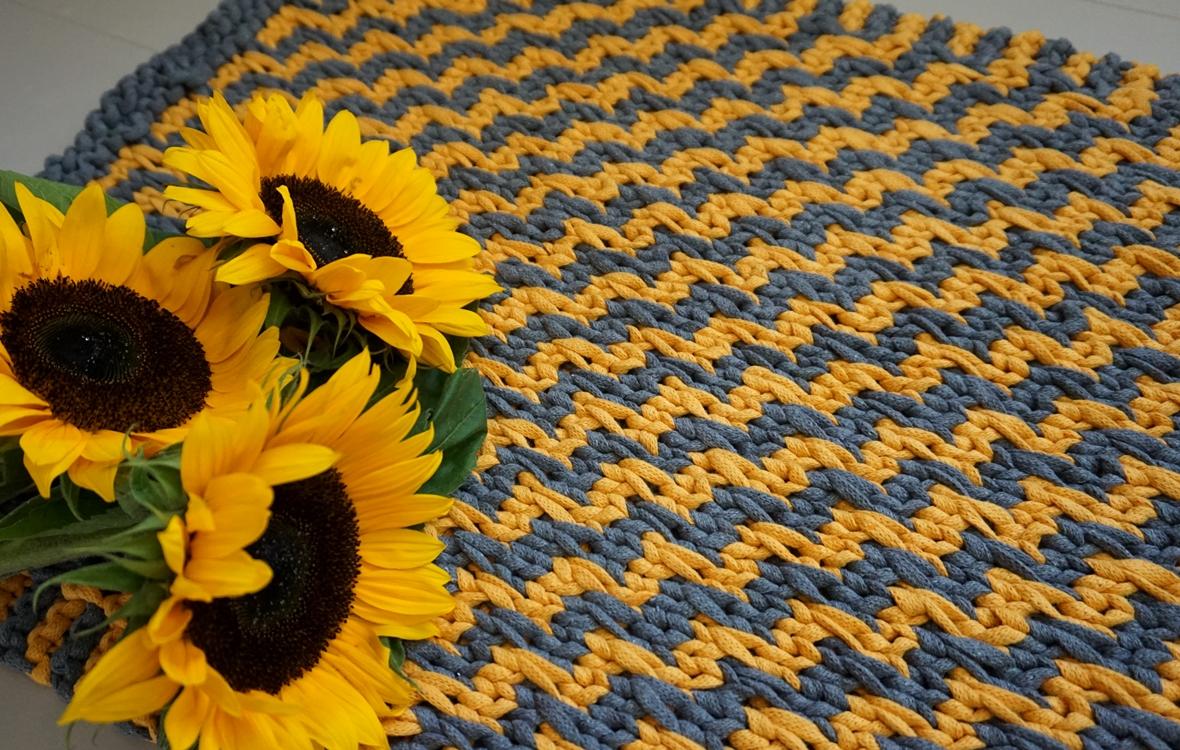 mosaiikkineuleella neulottu matto