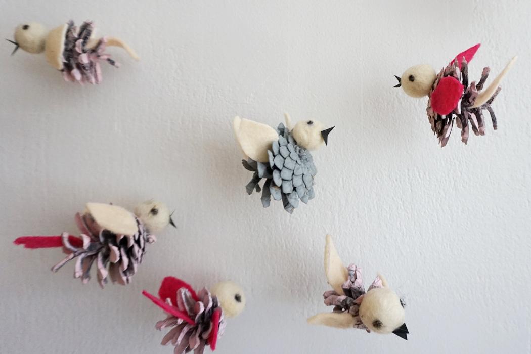 lintuja kävyistä