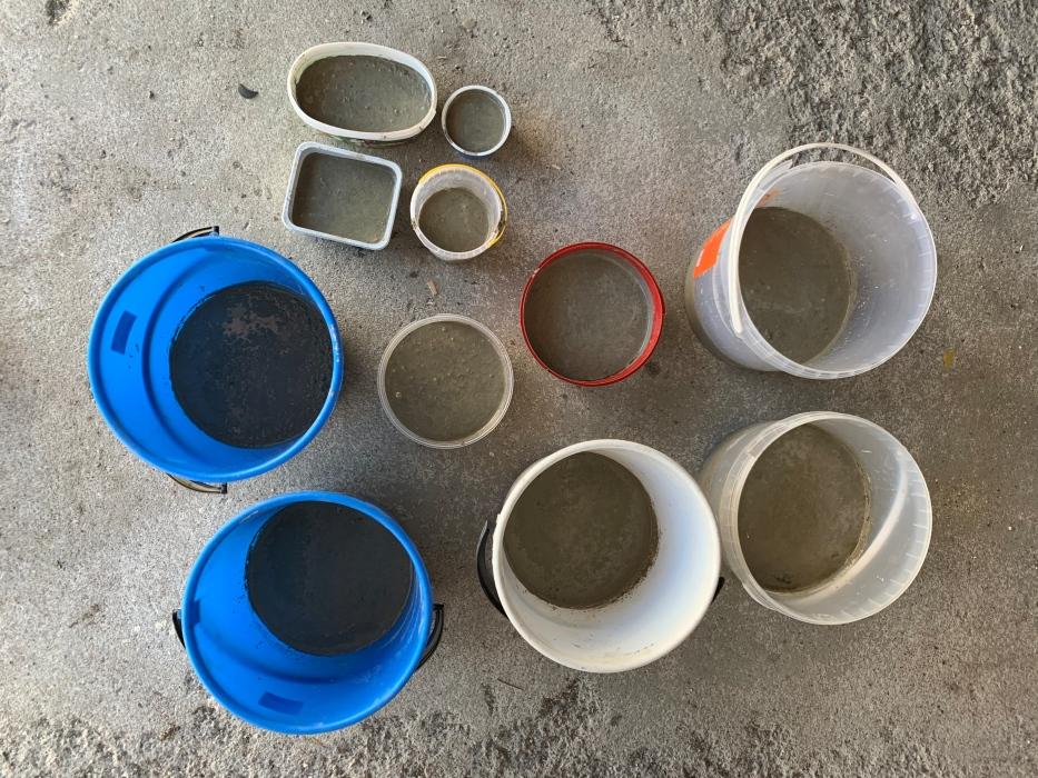 betonilaattojen tekoa
