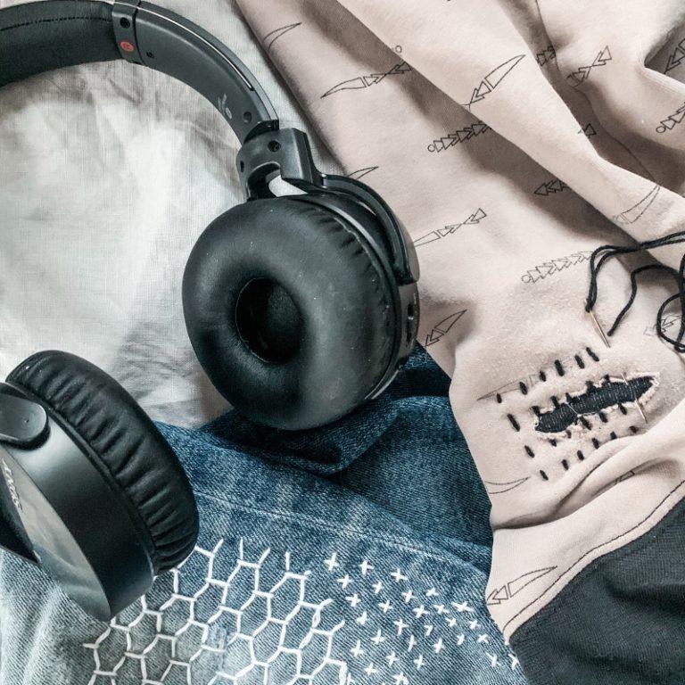 paikatut vaatteet ja podcast