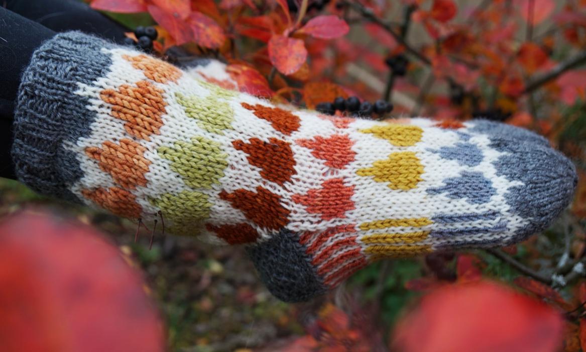 ilon pisaroita -villasukat luonnonvärjätyt langat