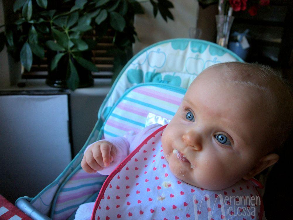 vauva_iltapuurolla