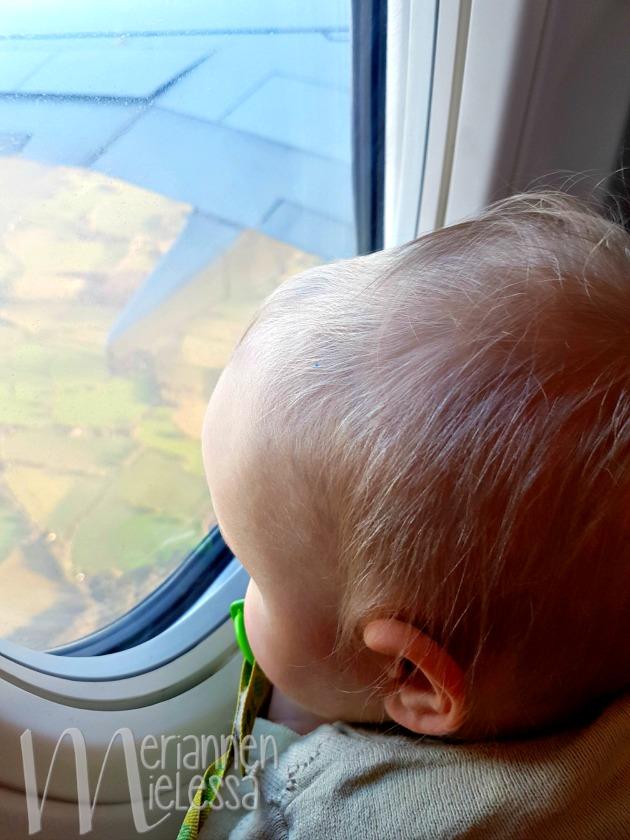 vauva_ja_lentokone