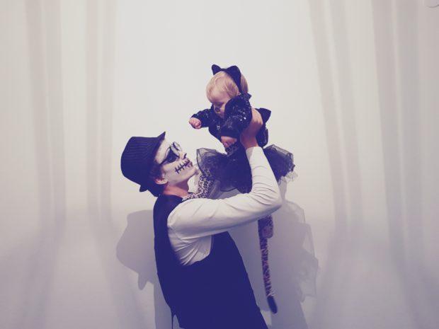 Halloween asut mies ja vauva