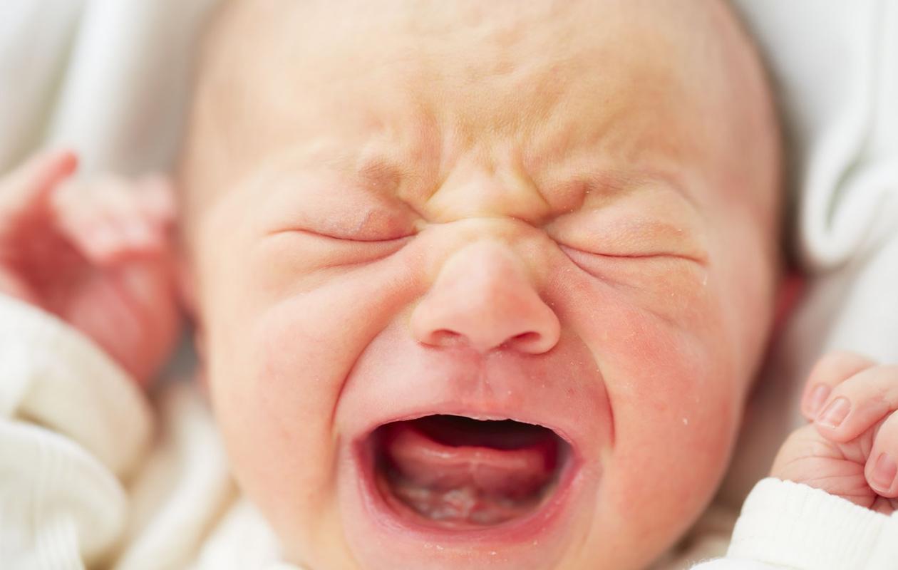 Mitä tehdä, kun vauvan itku kiristää hermoa?