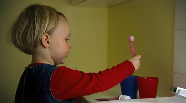 lapsen hampaiden pesu rautahampaat