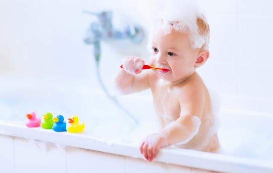 Vauvan hampaidenhoito – milloin hammastahnaa ja ksylitolia?