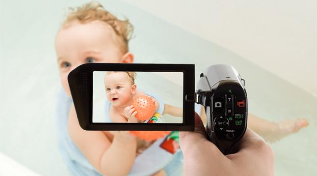 Seitsemän vinkkiä vauvan videokuvaajalle