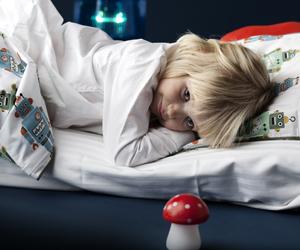 Seitsemän vinkkiä hyvään yöuneen lapselle ja vanhemmille