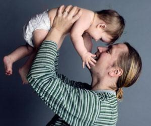 Jakakaa hoitovastuu – anna isän hoitaa vauvaa