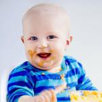 Puolivuotias Sakari sai ensimmäisen peruna-annoksensa viisikuisena. Nyt maistuu bataatti-kvinoasose.
