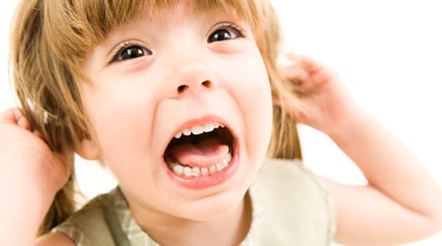 Miksi taapero raivoaa? Toimi näin kiukuttelevan lapsen kanssa