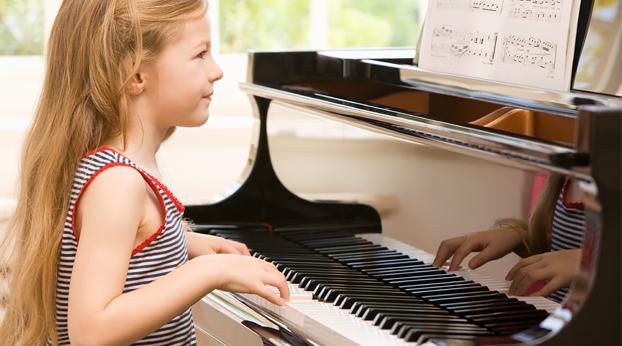Pitääkö lapsen harrastaa? 8 kysymystä lapsen harrastuksista