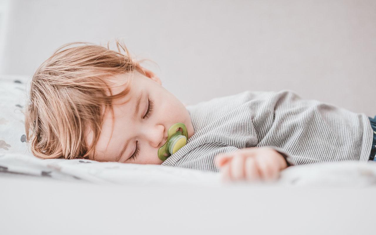 Tutista vieroittaminen kannattaa tehdä viimeistaan 1-vuoden iässä, jolloin tutista luopuminen on lapselle vielä helpompaa