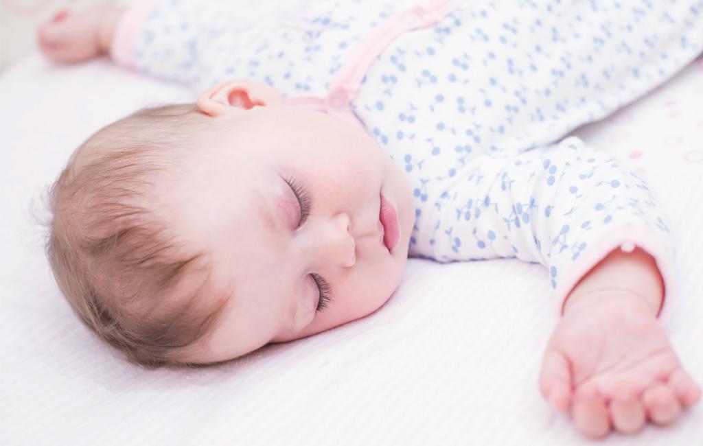 Näin pidät vauvalle sairaalan unikoulun kotona