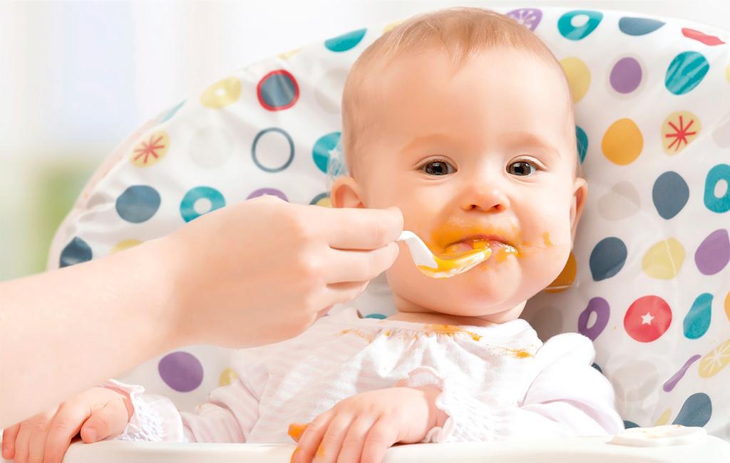 Vauva ei suostu syömään kiinteitä? Asiantuntija neuvoo