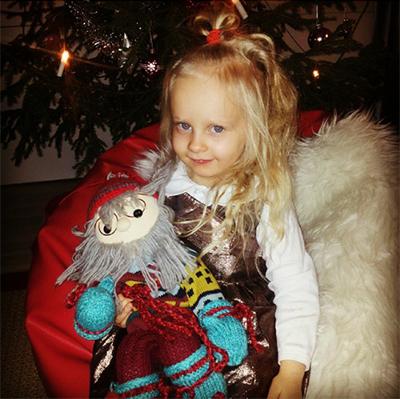 Kuvassa vajaa kolmevuotias Jemina viime vuonna, tänä jouluna ei olla vielä ehditty joulukuvia ottamaan, Marjut Lahtinen