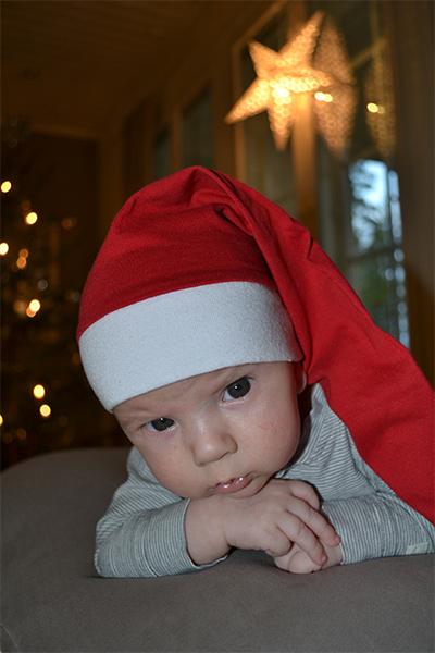 2kk ikäinen Elmeri-tonttu toivottaa hyvää joulua, Suvi Haaponiemi