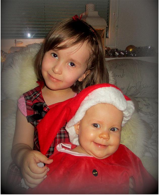 Fiina ja Tilda joulutunnelmissa 2015! Vauvan ensimmäinen joulu. Helena Kranni